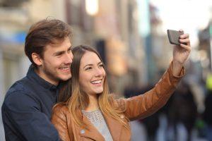 Monet hakevat edullisen joustoluoton tilille netistä, mutta tiesitkö että puhelimella lainaaminen kannattaa?